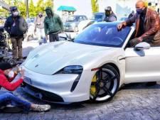 Waarom 'The Rock' niet in een Porsche Taycan past