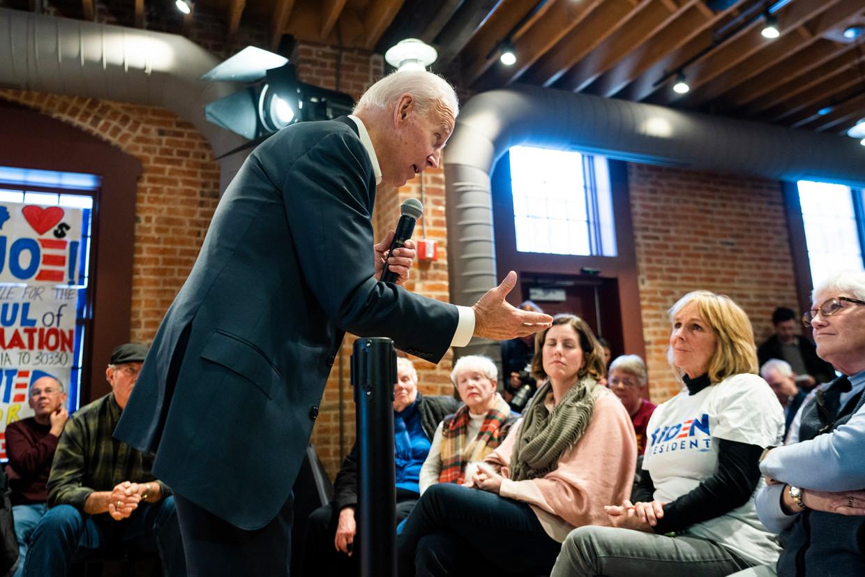 Democraat Joe Biden, hier op campagne in Newton, Iowa, is het geliefde mikpunt van president Trump. Beeld null