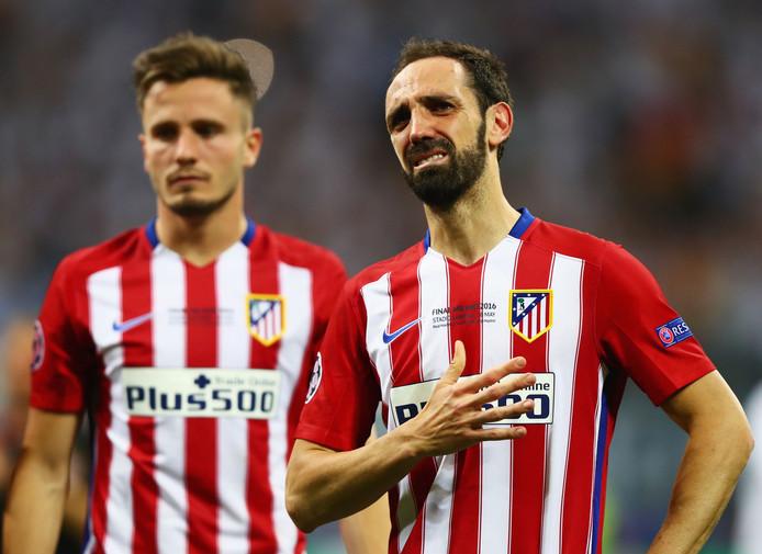 Juanfran is kapot van zijn misser in de penaltyserie.