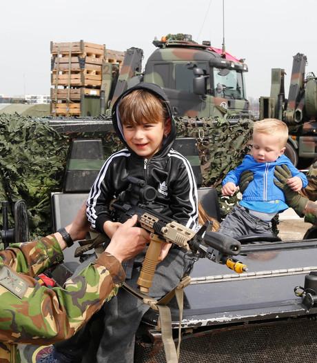 Landmacht-spektakel in hartje Zutphen