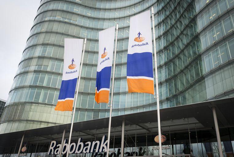 De Rabobank krijgt steeds minder telefoontjes. Mensen doen meer en meer zelf via internet. Beeld anp