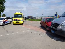 Automobiliste gewond na aanrijding met taxibusje