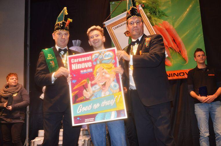Archieffoto van de opening van carnaval Ninove vorig jaar, met de voorstelling van de carnavalsaffiche.