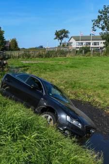 Gestolen Audi gecrasht in sloot in Oud-Ade