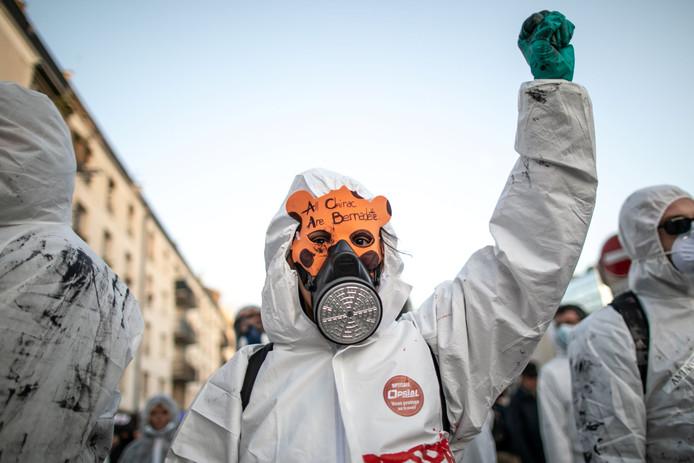 Des manifestants ont eu lieu à Rouen après l'incendie, la population et les producteurs locaux accusant le gouvernement et l'entreprise de leur cacher la vérité
