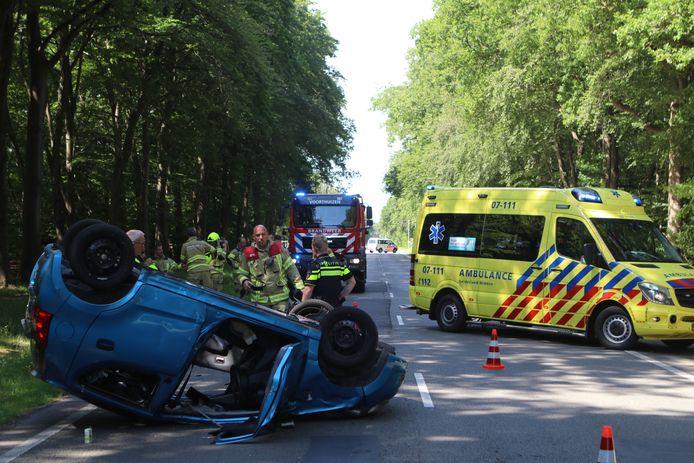 De brandweer moest de bestuurster uit haar benarde positie bevrijden.