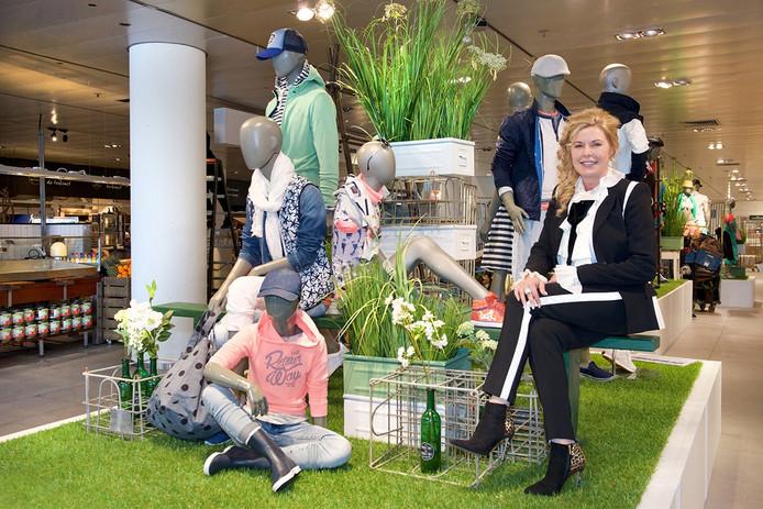 Inge van Kemenade in haar eigen warenhuis.