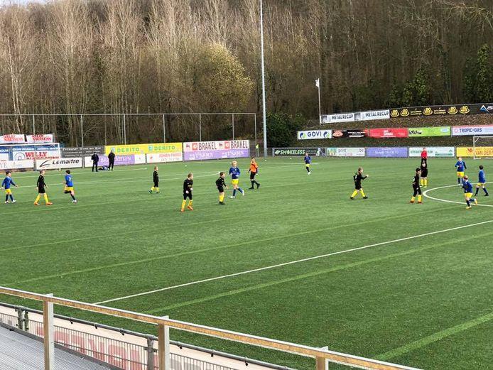 Het jeugdvoetbal in Brakel is tijdelijk stopgezet op aangeven van de burgemeester. De naburige club SV Sottegem doet wel verder.