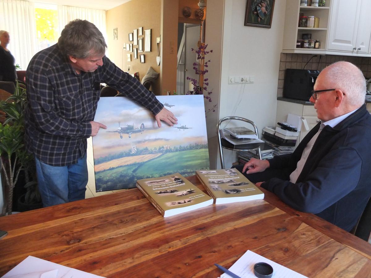 Kees Stoutjesdijk (links) en Wim de Meester, auteurs van de Luchtoorlog boven Zeeland