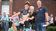 Elza (84) kan met gloednieuwe fiets naar huis