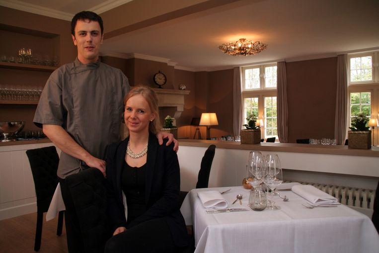 Nicolas Hauman en zijn vriendin Chana Neve in hun nieuwe restaurant.
