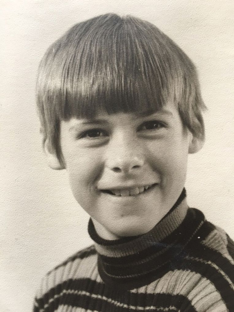 Jos de Blok in 1970 als tienjarige (boven). Beeld
