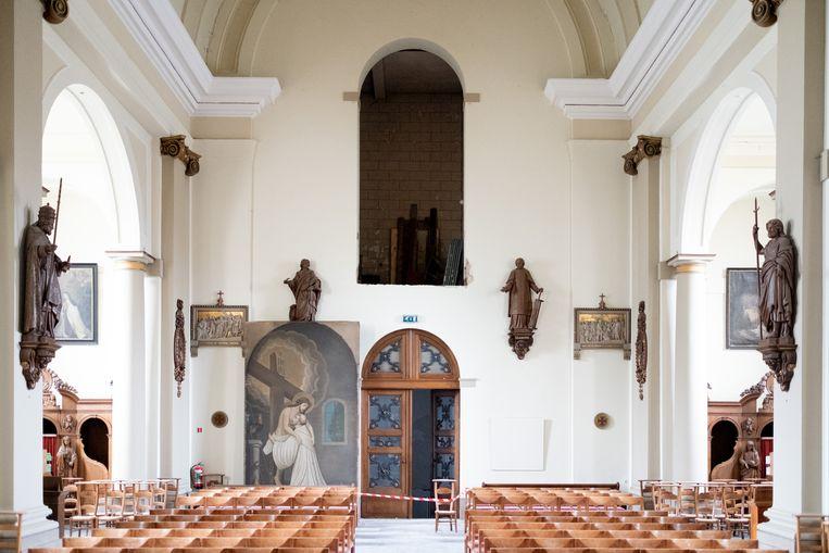 De renovatie van de Bernardusabdij is in volle gang. In de kerk werd een schilderij van Jezus met Sint-Bernardus uit een nis gehaald.