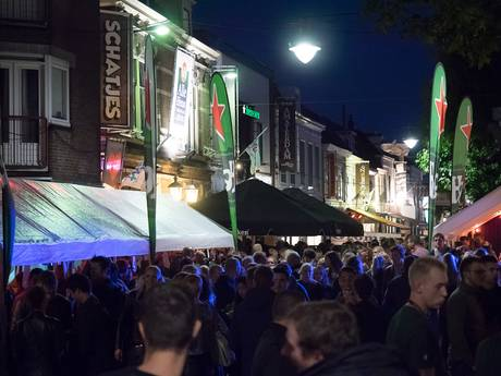 Swingen tijdens straatfeest in Alphen