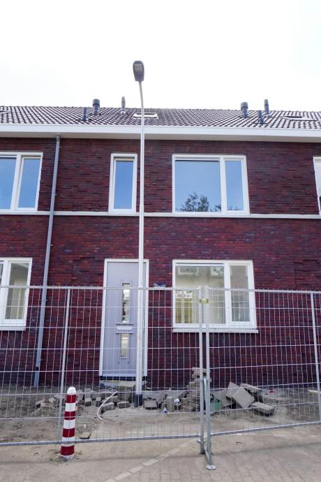 Foutje: lantaarnpaal blokkeert voordeur in Nijmegen