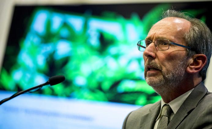 Voorzitter van de commissie die het experiment met door de staat gekweekte cannabis voorbereidt, prof. dr. André Knottnerus.