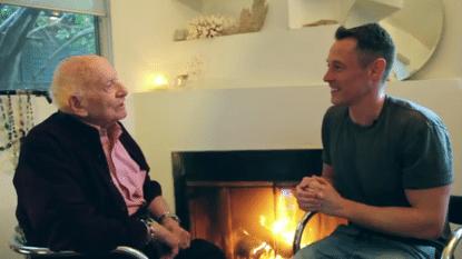 Moedig en ontroerend: 95-jarige opa komt uit de kast
