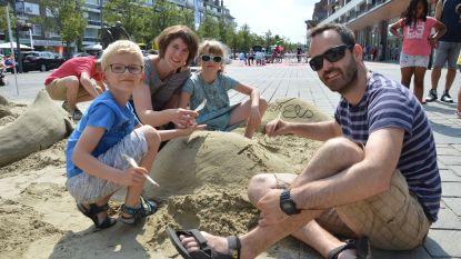 Zomerse pret met zandsculpturen en vreemde figuren tijdens eerste geslaagde 'Family First Day' in en rond Ninia Shopping Center