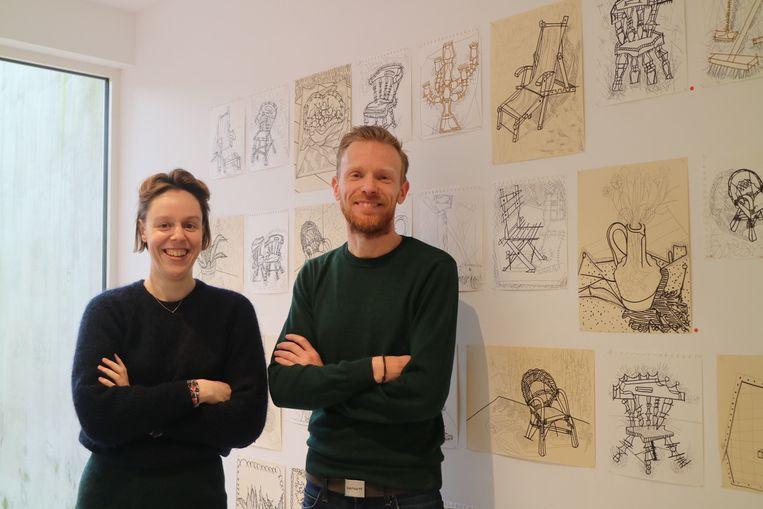 Jens Versprille (rechts) is de galerijhouder van Rufus Gallery waar momenteel het werk van Eliza Pepermans hangt.