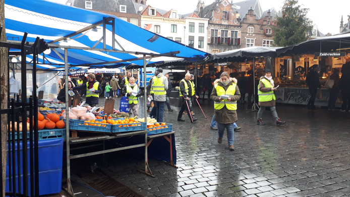 Gele Hesjes op de Markt.