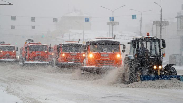 Sneeuwploegen hadden gisteren al de handen vol aan het begaanbaar houden van de wegen in en om de Russische hoofdstad.