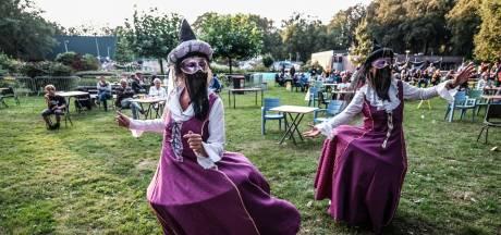 Hessenbad houdt minifestival met 'anderhalve meter-dames'