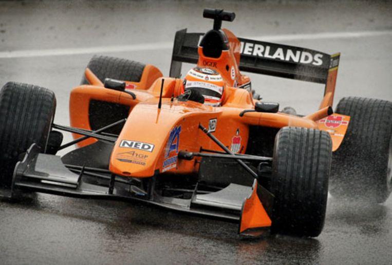 Jeroen Bleekemolen van Team Nederland in actie tijdens de Sprint Race op het circuit van Zandvoort tijdens de A1GP World Cup of Motorsport. Hij werd vierde. (ANP) Beeld