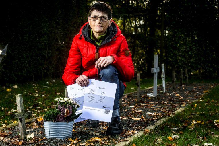 Ichtegem: Martine Desmedt bij het graf van haar sterrenkindjes