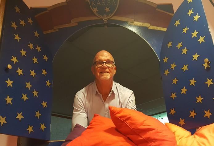 Jan Roosenboom vertrekt met zijn poppentheater Ronzebons naar Marag, vestzaktheater van de Lievekamp.