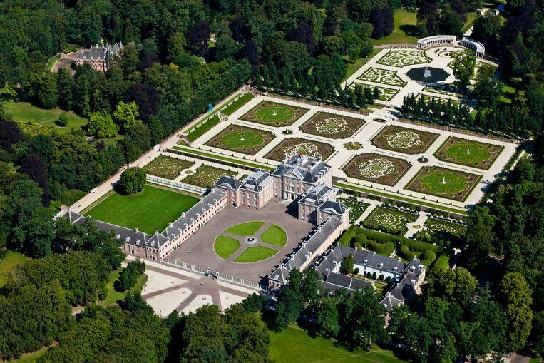 Nationaal Museum Paleis Het Loo. Het voormalige zomerpaleis heeft een formele tuin en tuin het kasteel zijn in classicistische stijl.  Beeld Hollandse Hoogte / Siebe Swart luchtfotografie