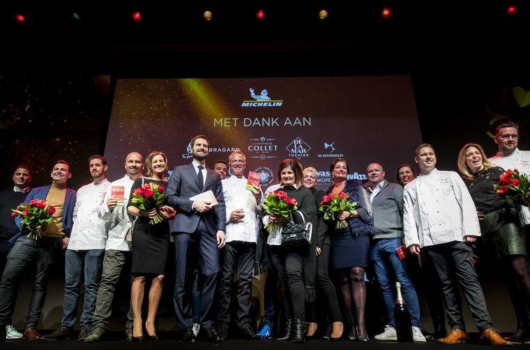 Groepsfoto van alle restaurants tijdens de presentatie van de Michelin Gids 2020 in het DeLaMar Theater. Beeld ANP