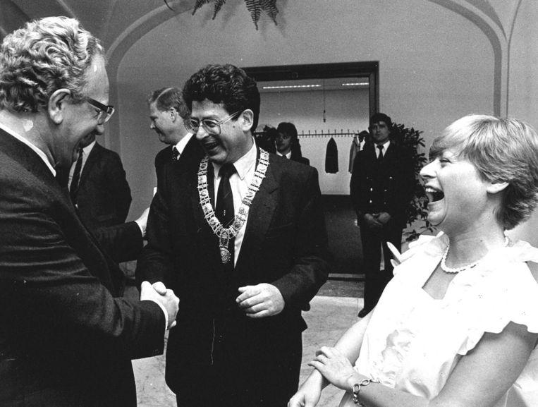 Ed van Thijn en zijn vrouw tijdens de receptie na zijn installatie als burgemeester. Beeld anp