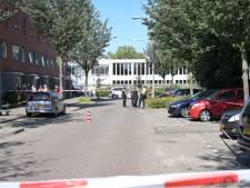 Man (37) schiet met jachtgeweer uit raam, politie lost waarschuwingsschot in Tilburg