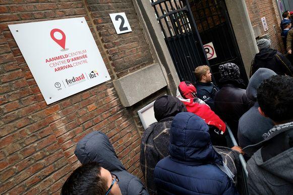 Asielzoekers aan het aanmeldcentrum aan het Klein Kasteeltje in Brussel.