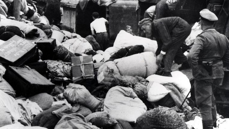 De aankomst van Hongaarse Joden in Auschwitz-Birkenau, juni 1944. Tussen 2 mei en 9 juli zijn meer dan 430.000 Hongaarse Joden afgevoerd naar Auschwitz. Beeld Getty Images
