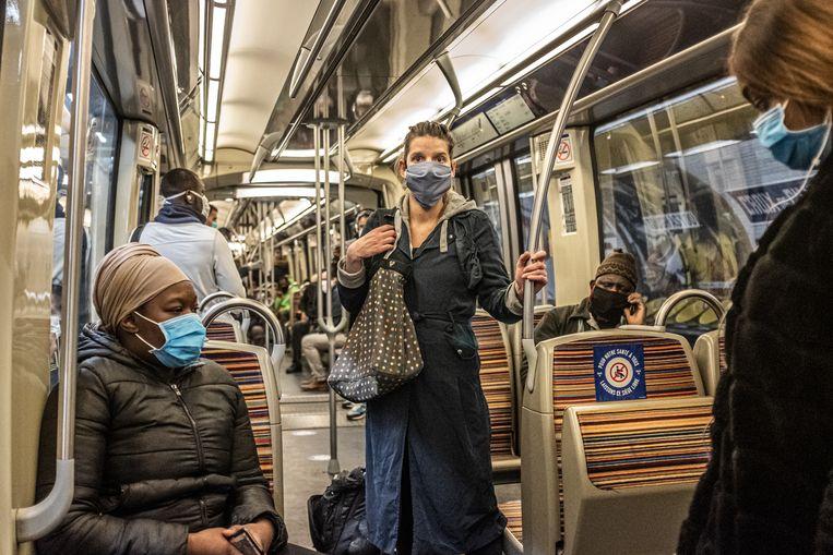 Drukte in de metro gezien mensen nu geen briefje of