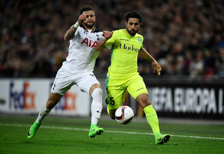 Kenny Saief (rechts) in duel met Kyle Walker (toen nog bij Tottenham) in de Europa League, vorig jaar.