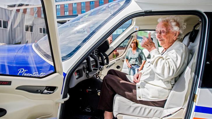 Tannie (105) maakt vlucht van haar leven boven Rotterdam