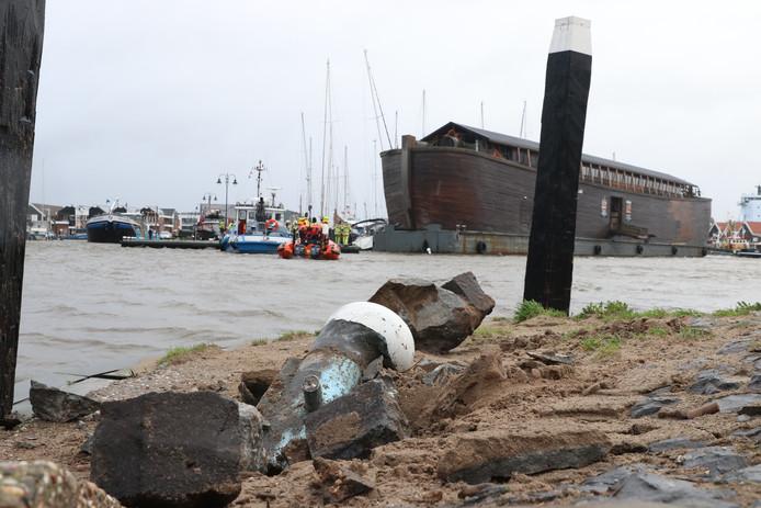 Eé bolder werd scheefgetrokken, een andere werd finaal uit de grond gerukt door de Ark tijdens de westerstorm op 3 januari.