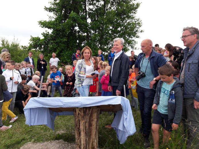Feest in De Horst: het Juffertjespad is weer open.  Foto Joop Verstraaten
