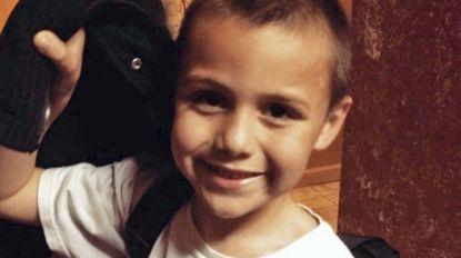 Anthony (10) wordt ziekenhuis binnengebracht met hartstilstand en hersentrauma. En dan doen dokters vreselijke ontdekkingen onder zijn kleren