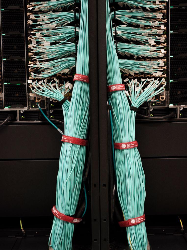 Onder het vloeroppervlak zie je zijn ingewanden: een uitgebreid stelsel van buizen en kabels. Beeld Dani Pujalte