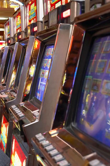 Sluwe casinobezoekers in Berkel-Enschot proberen automaat te saboteren