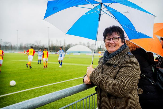 Anita Jacobs bij de vriendschappelijke wedstrijd tegen VV Riel.