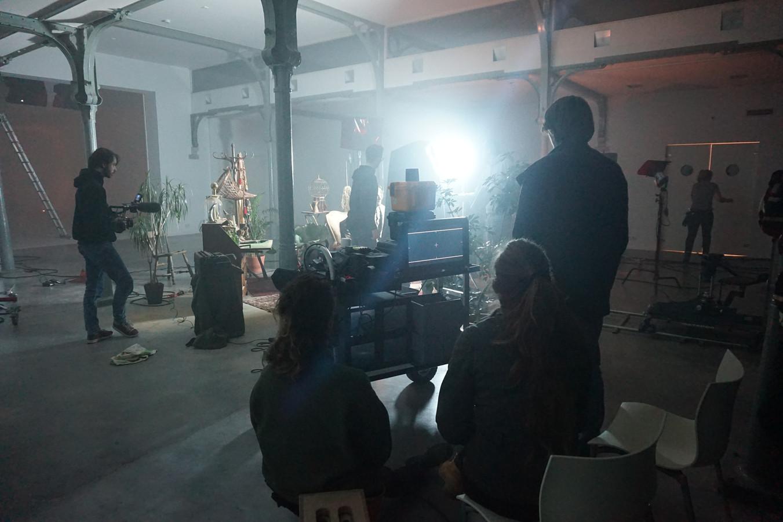 De set van Alaraph in Hilvaria Studio's. Rechts staand de Tilburgse regisseur Guust Mulder.