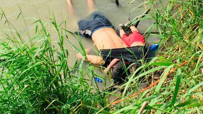 Vader en dochtertje verdrinken bij oversteken van rivier aan grens Mexico-VS, de foto van hun lichamen beroert de wereld