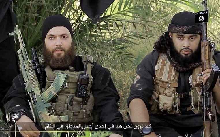 Een still uit een video van IS toont een Australische strijder, links. Beeld epa