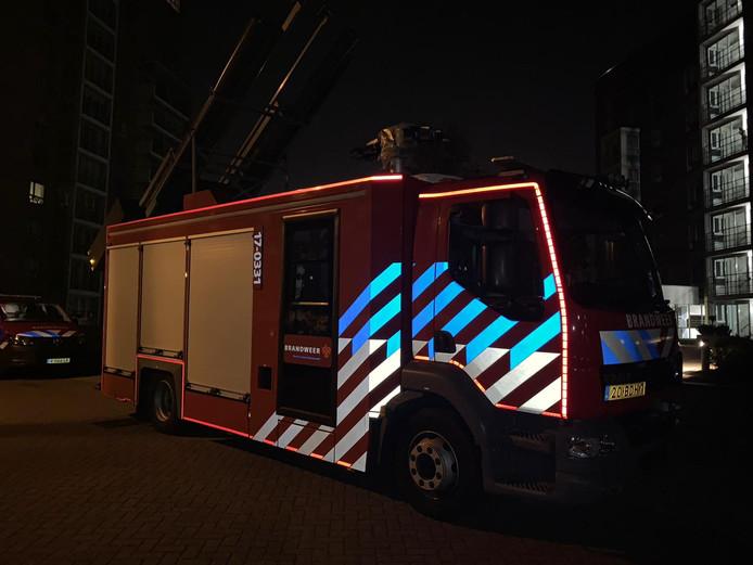 De ladderwagen van de brandweer kwam ter plekke om te helpen