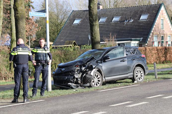 De schade aan een van de wagens in Brummen.