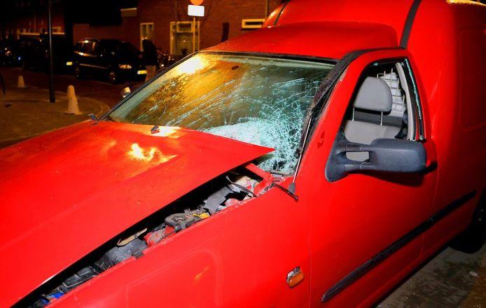 De voertuigen zijn zwaar beschadigd geraakt.